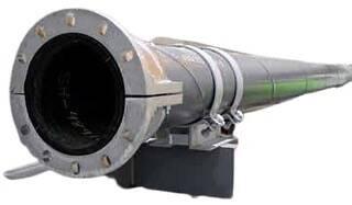 Жесткие футерованные износостойкой резиной трубы Trellex обладают низким гидравлическим сопротивлением, они предназначены для гидротранспорта высокоабразивных материалов. Вместе с соединительными муфтами и прокладками трубы образуют непревзойденную по надежности систему, которая сохраняет свободный поток без турбулентности на муфтах. Данные трубы футерованы натуральным каучуком T50. Стальная поверхность покрыта антикоррозионной краской. Запас прочности - 1.5 номинала рабочего давления. Подробная информация: 🔶 yugminerals.ru ☎️ 8 960 487 55 55