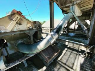 Инженерами сервисной службы Юг Минералз проведен осмотр поставленного ранее трубопровода Trellex T40 D305, он установлен на участке слива песков дробления из грохота в классификатор. Срок наработки составил 7 месяцев.   В ходе инспекции выявлено, что износ внутреннего каучукового слоя происходит равномерно и не превышает 20%. Это служит доказательством устойчивости трубопровода к абразивному износу.  По итогам ревизии специалисты Юг Минералз выдали заказчику рекомендации по продлению срока службы трубопровода, а также иным мероприятиям, направленным на организацию долгосрочной и безаварийной работы производственного участка в целом. В их числе, выполнение разворота трубопровода вокруг своей оси, позволяющее сместить точку наибольшего износа и значительно продлить срок его службы.  Подробная информация: 🔶 yugminerals.ru ☎️ 8 960 487 55 55