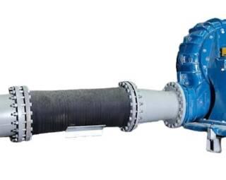 Специальные насосные соединения Trellex – это стальные футерованные резиной переходники со специальными фланцами. Доступны в концентрическом и эксцентрическом исполнении.   Эксцентрическое исполнение помогает избежать захвата воздуха при уменьшении диаметра. Для изменения фланцевых соединений, при сохранении диаметра трубы, доступны прямые адаптеры. Для избегания утечек резина вулканизирована на фланцах. Все компоненты могут быть поставлены с дренажными трубами и/или с трубами с резьбовым соединением.   Переходники футерованы 10 мм слоем износостойкой резины и обеспечивают низкое гидравлическое сопротивление. Используются вместе с трубопроводом или компенсатором. Стальная поверхность покрыта антикоррозионной краской. Запас прочности – 1,5 номинала рабочего давления.  Подробная информация: 🔶 yugminerals.ru ☎️ 8 960 487 55 55