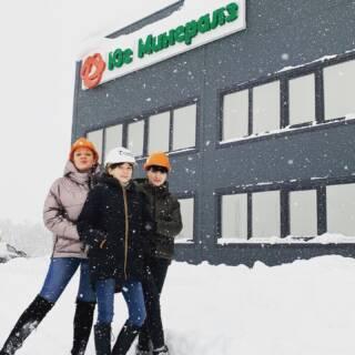 В январе 2021 года Corporate Knights публиковала список 100 самых устойчивых компаний мира «Global 100». @metsooutotec уверенно заняла лидирующую позицию среди аналогичных компаний и 8-ое место в общем рейтинге. Деятельность более 8 тысяч корпораций по всему миру анализировалась по экологическим и социальным показателям, а также качеству управления относительно других предприятий данной отрасли. С 2013 года Юг Минералз является официальным дистрибьютером Metso Outotec в Северо-Западном, Центральном, Приволжском, Южном и Северо-Кавказском федеральных округах России. Уже 8 лет мы успешно решаем задачи, связанные с поставками комплексов MetsoOutotec, запасных частей и расходных материалов к ним, а также предоставляем услуги по инжинирингу, сервисному обслуживанию, подрядному дроблению и аренде техники, опираясь при этом на передовой опыт и технологии наших коллег по всему миру. Подробная информация: 🔶 yugminerals.ru ☎️ 8 960 487 55 55