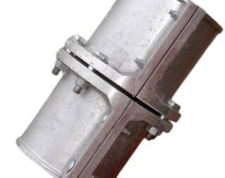 Соединительные муфты Trellex предназначены для соединения гибких трубопроводов, колен и стальных футерованных резиной труб. Они отливаются из высокопрочного алюминия и состоят из двух или четырех идентичных сегментов, которые механическим способом крепятся на трубопроводе.  Муфты могут быть использованы многократно после замены трубопроводов, поскольку не имеют непосредственного контакта с транспортируемым материалом. Также нет необходимости подгонять муфту под определенное место на поверхности трубопровода, она просто вращается на трубопроводе, пока не будет выровнена с соединительным фланцем.  Подробная информация: 🔶 yugminerals.ru ☎️ 8 960 487 55 55