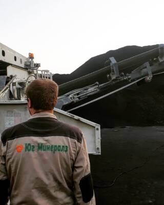 Специалистами по подрядному дроблению Юг Минералз осуществлен рассев угля антрацита на три фракции непосредственно на территории порта, в который он поступил.   Грохот Metso Nordberg ST 3,5 – это самоходная установка, позволяющая проводить работы в самых труднодоступных местах в кротчайшие сроки. В данном случае, минуя затраты на логистику и доставку, материал, фактически не покидая территорию порта, отправлялся на экспорт морским транспортом.   Необходимо отметить, что большое значение имеет и качество полученного продукта, которое, в соответствии с техническим заданием, гарантируют наши инженеры. Мы предоставляем не только оборудование, но и команду профессионалов, готовых обеспечить эффективное и бесперебойное производство.   Подробная информация: 🔶 yugminerals.ru ☎️ 8 960 487 55 55