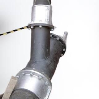 Патрубки Trellex K45 футерованы натуральным каучуком марки Trellex 50. Подходят для использования с муфтами Trellex.  Стальная поверхность покрыта антикоррозионной краской. Запас прочности – 1,5 номинала рабочего давления. При внутренних диаметрах до 305 мм - износостойкий слой 5 мм, при внутренних диаметрах от 355 до 610 мм - износостойкий слой 10 мм.   Подробная информация: 🔶 yugminerals.ru ☎️ 8 960 487 55 55